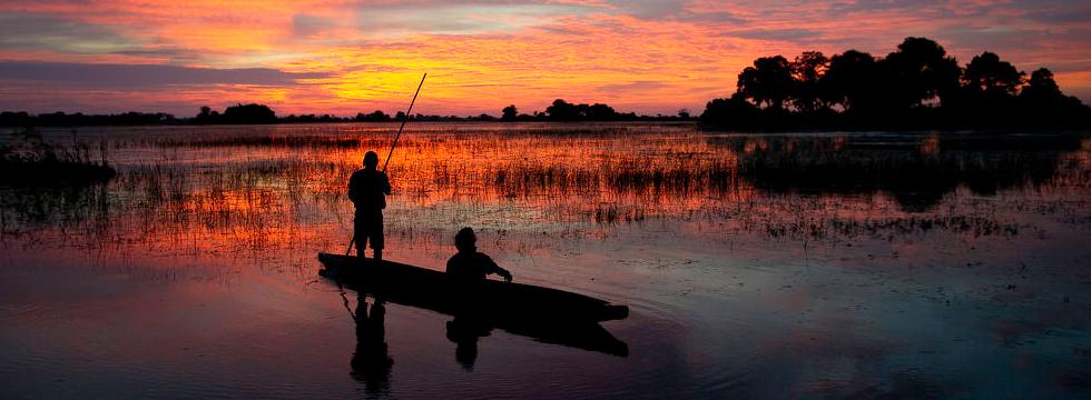 kanotfärd i norra Okavango