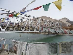 bro i Himalaya över Indusfloden